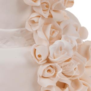 Tort nunta trandafiri albi 1